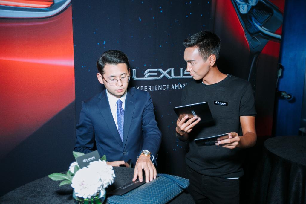 Купе класса гран-туризмо Lexus LC 500 в формате дополненной реальности