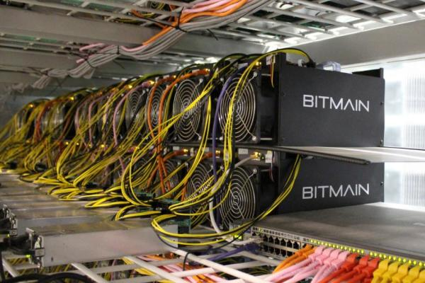 bitcoin_mining_computers_are_pictured_in_bitmain_s_57830be267_1OCHk1C