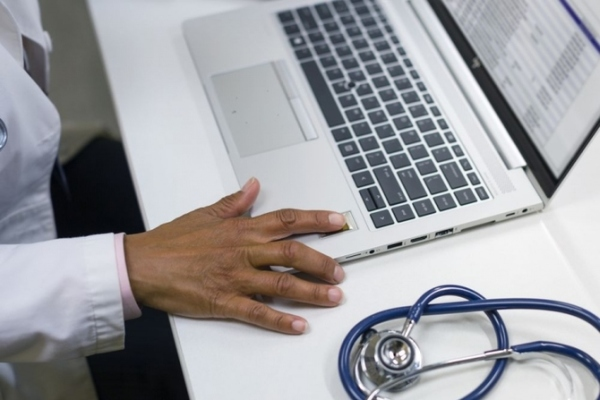670px-Sm.HP_EliteBook_840_G5_Healthcare_Edition_Doctor_Office_B_fingerprint.750