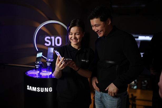Samsung показала Galaxy S10 в Казахстане до старта продаж